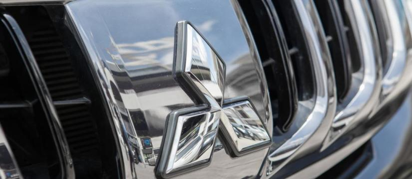 Front grill of a Mitsubishi vehicle
